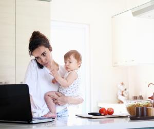 O vseh izmenah, ki jih med delom od doma opravljamo ženske
